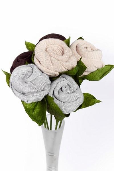 Růže z ponožek originální dárek